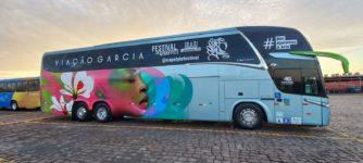 Ônibus da Viação Garcia ilustra a arte do grafismo
